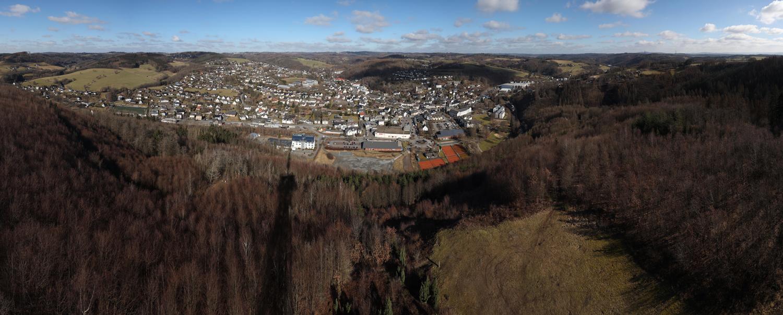 Blick auf Morsbach vom Aussichtsturm Hohe Hardt