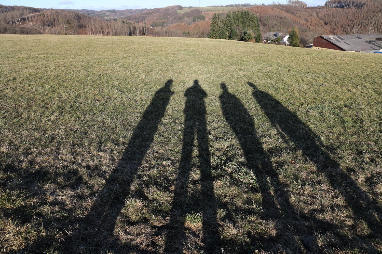 Lange Schatten am Nachmittag