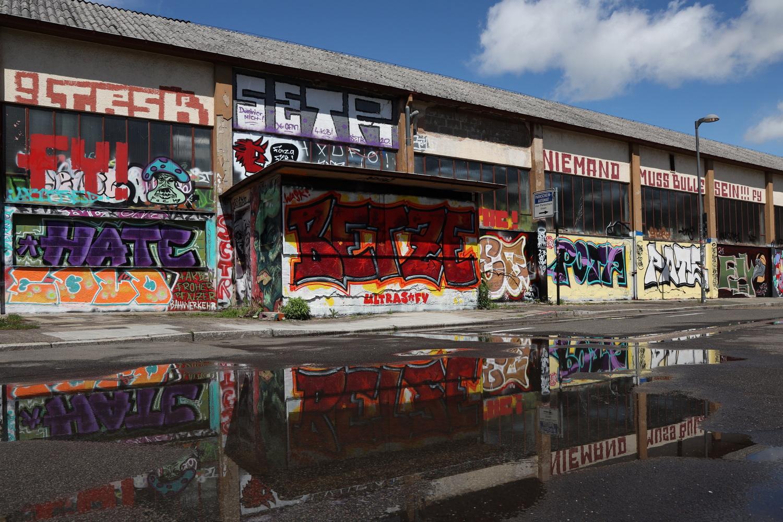 Grafitti auf Beton im Zentrum von Landau