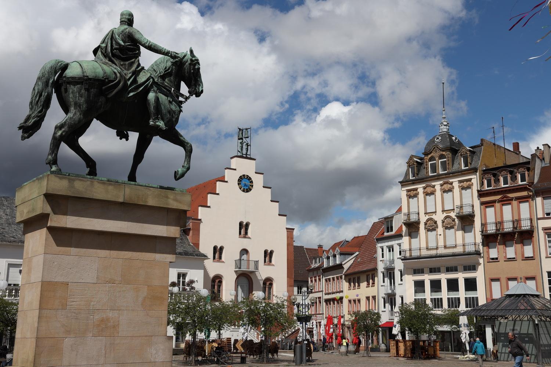 Rathausplatz mit Luitpold
