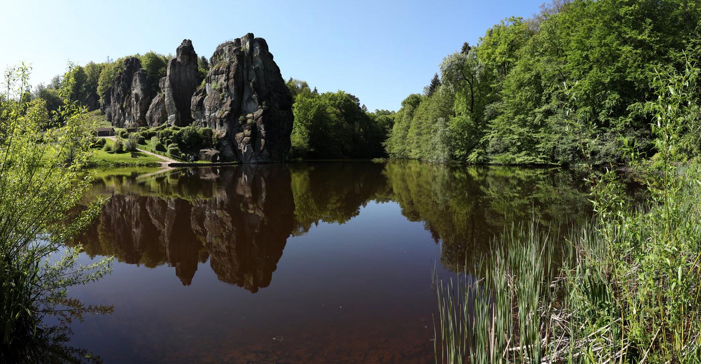 Die Externsteine mit dem oberen Teich