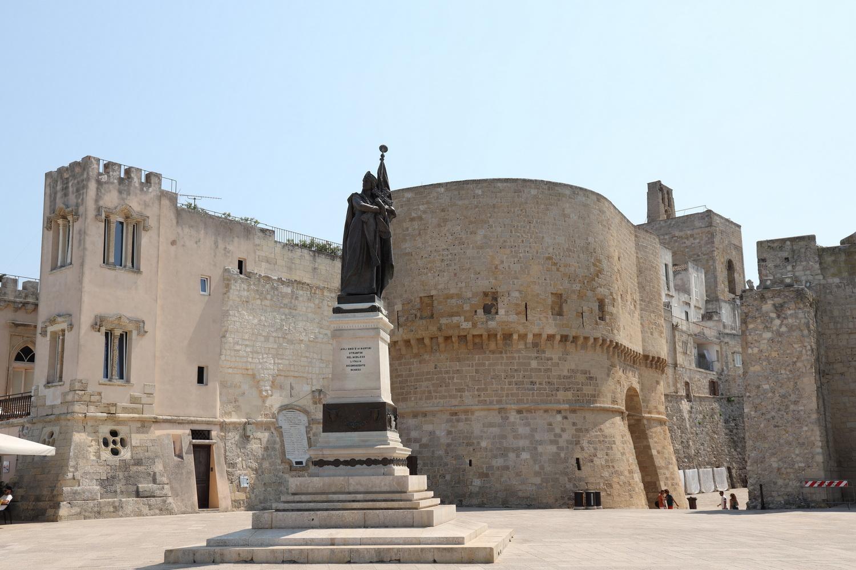 Denkmal für die Märtyrer Otrantos vor der Stadtmauer