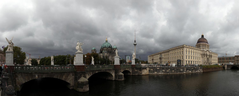 Schlossbrücke mit Dom, Fernsehturm und Humboldt-Forum
